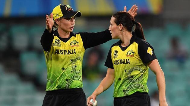 Australia's Rachael Haynes (L) gives instructions to bowler Megan Schutt.(AFP)