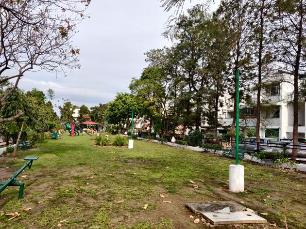 Electric poles have no bulbs in a neighbourhood park besides Sector 38 West market in Chandigarh.(HT photo)
