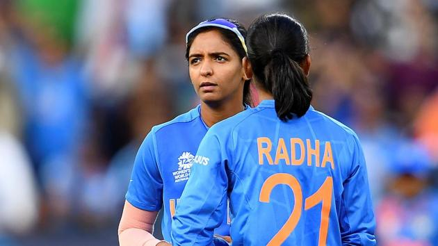 India's captain Harmanpreet Kaur (L) gives instructions to bowler Radha Yadav during the Twenty20 women's World Cup cricket final match between Australia and India in Melbourne on March 8, 2020.(AFP)