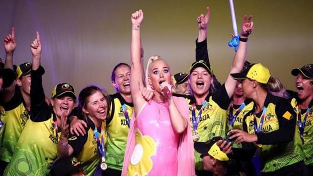 Katy Perry with Australia cricketers after the Women's T20 World Cup final.(Twitter)