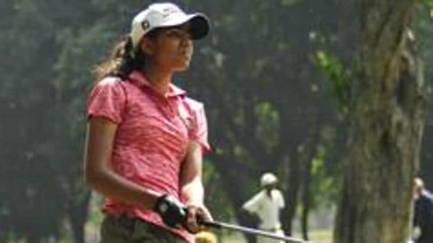 Diksha Dagar in action during Women Golf tournament at golf Club Chandigarh.(HT Photo)