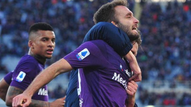 Fiorentina's German Pezzella celebrates after scoring.(AP)