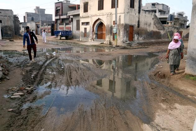 In the absence of desilting of sewage lines at Bathinda's Mehraj, ancestral place of Punjab CM, streets in low-lying area overflow with wastewater.(Sanjeev Kumar/HT)