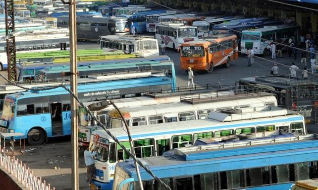 With increasing number of buses and parking space crunch at the present ISBT leading to frequent traffic congestion in the Royal City, a new ISBT in Patiala is the need of the hour, say residents.(HT FILE)