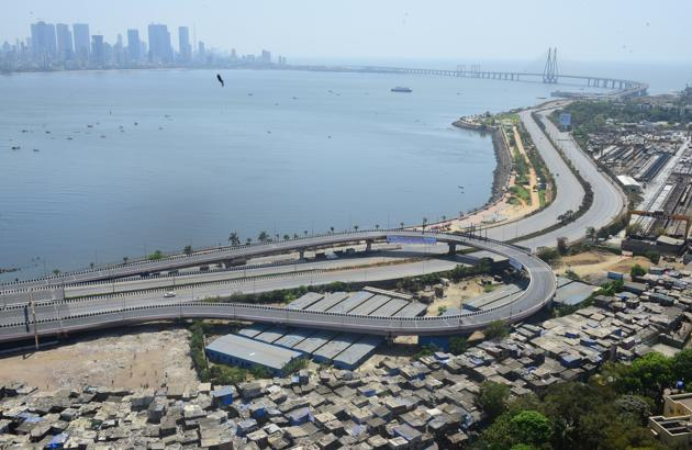 """Deserted Veiw Bandra Reclemation as India to observe """"Janata Curfew"""" for a day following COVID 19 pandemic in Mumbai, India, on Sunday, March 22, 2020.(Vijayanand Gupta/HT Photo)"""