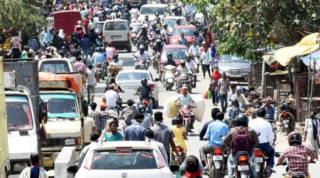 Heavy traffic during the first day of lockdown imposed by the state government to curb the spread of coronavirus, at Kokar locality, in Ranchi on Monday.(Diwakar Prasad/ Hindustan Times)