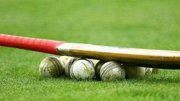 INVERCARGILL, NEW ZEALAND - FEBRUARY 19: Cricket bat and balls are seen before the fourth Twenty20 match between the New Zealand and Australia at Queens Park on February 19, 2011 in Invercargill, New Zealand. (Photo by Teaukura Moetaua/Getty Images)(Getty Images)