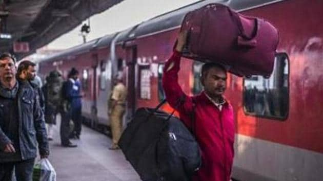 The Indian Railways, which runs 13,523 trains daily, has suspended all passenger services till April 14.(Pradeep Gaur/Mint file photo)