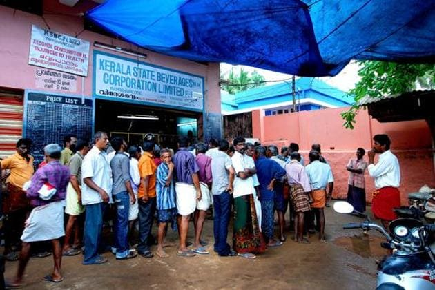 Wine shops in Kerala had opened briefly during the first phase of the lockdown before the government shut them down.(HT PHOTO)