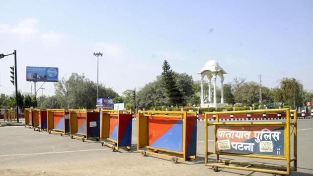 Deserted view of the Kargil Chowk in Patna.(Santosh Kumar / Hindustan Times)