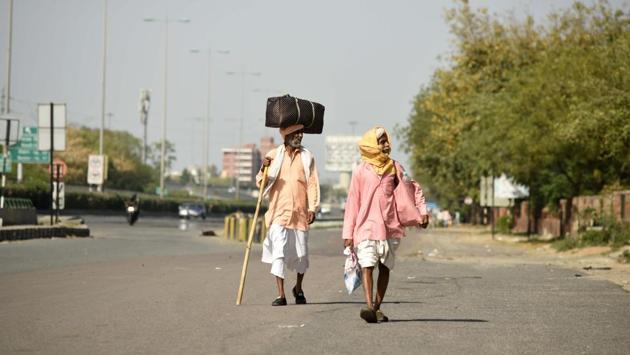 Elderly migrant workers head home on the Delhi-Jaipur national highway NH 48 near Gurugram. (Parveen Kumar / HT )