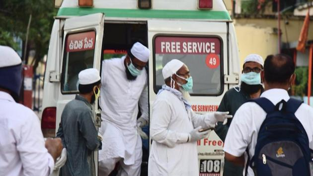 Eighteen people from Nalgonda and Miryalaguda, who attended a religious congregation in Delhi's Nizamuddin area, are brought to a hospital for Covid-19 test, in Hyderabad on March 31.(PTI Photio)