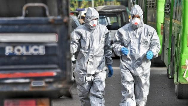 Government personnel in protective suits at Delhi's Nizamuddin area which has emerged as a Covid-19 hotspot.(Biplov Bhuyan/ /HT PHOTO)