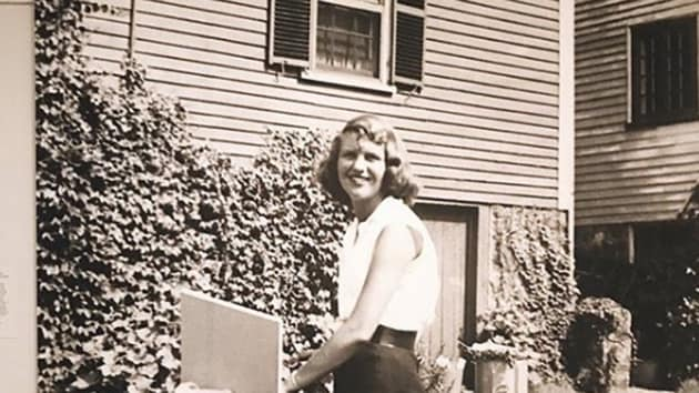 In 1962, American writer and poet Sylvia Plath and her husband, Ted Hughes (also a successful writer), decided to take up beekeeping.(sylviaplathpoetry)
