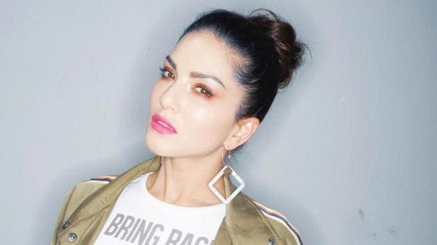 Sunny Leone has started an online chat show to keep fans entertained during the three-week lockdown.