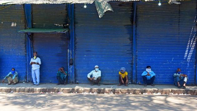 Daily wage earners mostly from UP relax after all warehouse and iron brake workshop and ship breaking business closed down at Darukhana Rati Bandar during the 21-day nationwide lockdown to check the spread of coronavirus in Mumbai.(Vijayanand Gupta/HT Photo)