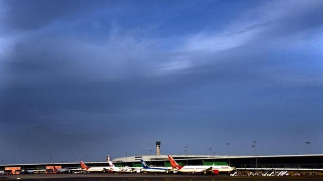Passengers planes seen at a parking bay on a clear weather during Day 6 of the 21 day nationwide lockdown.(Vipin Kumar/HT PHOTO)