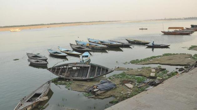 The Dashashwamedh ghat in Varanasi on Thursday.(ht photo)