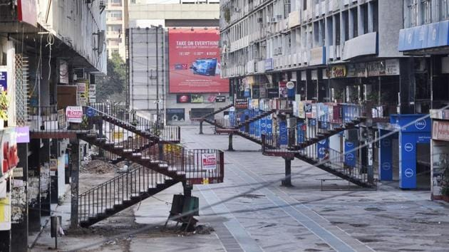 Delhi's largest electronic goods market, Nehru Place, standing eerily quiet on day eleven of the 21-day nationwide lockdown on Saturday, April 4. (Burhaan Kinu / HT PHOTO)