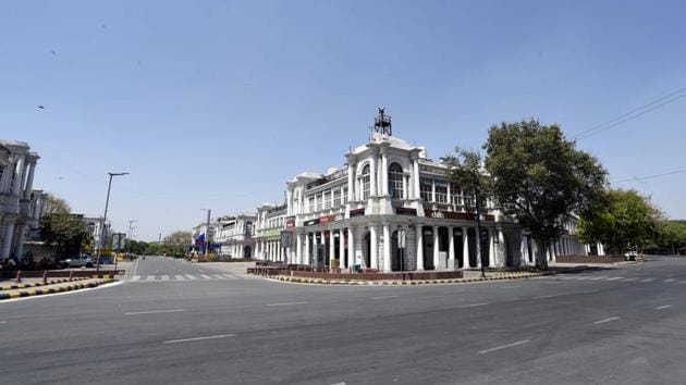 Deserted Connaught place , on day 13 of the 21-day nationwide lockdown.(Arvind Yadav/ Hindustan Times)