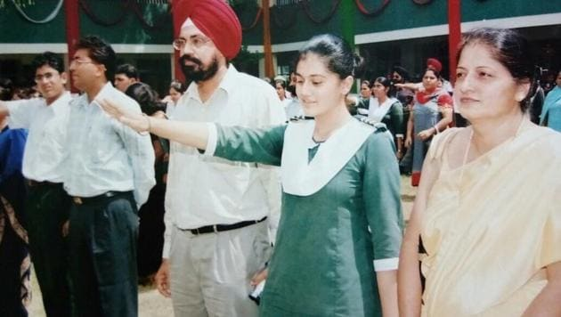 Taapsee Pannu shares a picture from her school days.