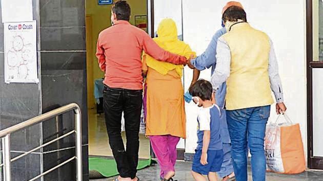 Relatives assist the fourth corona-positive case at RIMS on Monday.(Diwakar Prasad/HT photo)