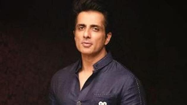 Sonu Sood has offered his hotel to medical workers as a residence.