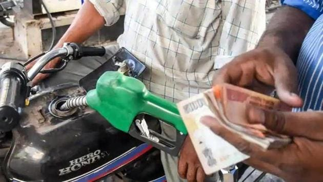 Petrol sales dropped 16.37 per cent to 2.15 million tonnes as the 21-day nationwide lockdown enforced to prevent the spread of Covid-19.(HT File Photo)