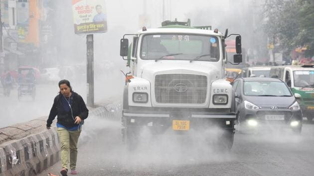 Spring this year has been colder than usual, according to IMD. The highest maximum temperature recorded in March was 39.2 degrees C recorded on March 31 compared to maximum of only 33.3 degrees C recorded on March 26.(Raj K Raj/HT PHOTO)