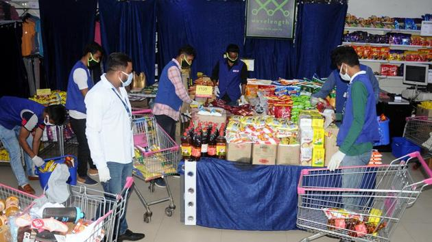 In these places, which were sealed by the authorities on Wednesday midnight, people are not allowed to go out on even to buy groceries or vegetables even as the administration says all essentials will be home-delivered.(Bharat Bhushan/ HT file photo)