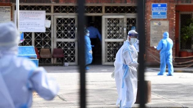Doctors and other medical staff seen in PPE after a group of people suspected of COVID-19 infection were brought in LNJP hospital(Raj K Raj/ Hindustan Times)