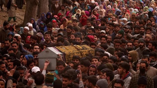 Soon after JeM commander Sajjad Nawab Dar's body was handed over to his family, more than 1,000 people, including women, from his village and adjoining areas joined a large funeral procession.(Reuters file photo. Representative image)