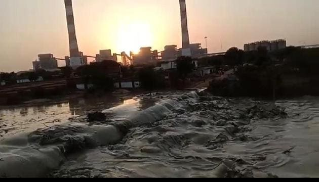 Slush covering part of a village after a fly ash dyke in Reliance's Sasan Ultra Mega Power Project in Singrauli in Madhya Pradesh breached.(Sourced Photo)