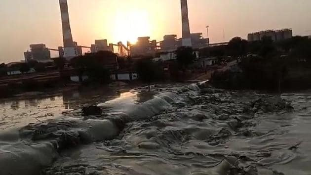 Fly ash dyke breaching incidents are recurring in Madhya Pradesh.(SOURCED)