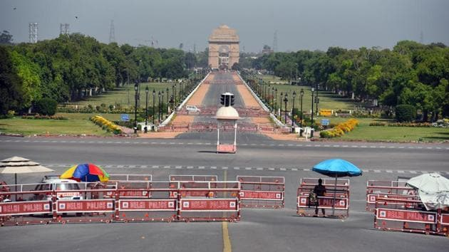 Deserted view of Rajpath on the day eighteen of the 21-day nationwide lockdown to curb the spread of coronavirus, in New Delhi, India, on Saturday, April 11, 2020.(Raj K Raj/HT PHOTO)