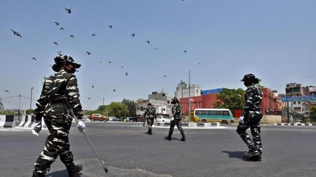 Central Reserve Police Force (CRPF) personnel patrol in the Geeta Colony on the day eighteen of the 21-day nationwide lockdown to curb the spread of coronavirus, in New Delhi, on Saturday, April 11, 2020.(Raj K Raj/HT PHOTO)