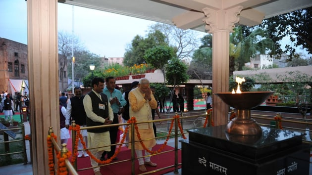 PM Modi tweeted the above photo while paying tribute to those who lost their lives in the 1919 Jallianwala Bagh massacre.(Photo Credit: Narendra Modi / Twitter)