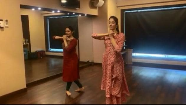 Janhvi Kapoor has shared her dance video on Instagram.