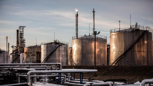 Top oil-producing countries agreed Sunday to record output cuts(Bloomberg)