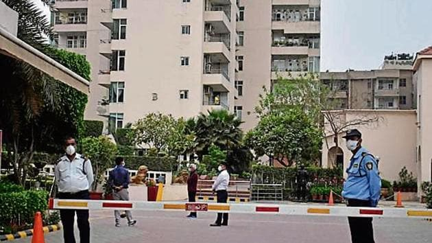 The residential complexes in the new sectors are dependent on private tankers and borewells for water supply.(HT File / Representational Photo)