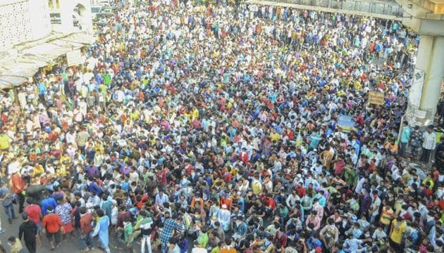 Migrant workers gather in large number at Bandra demanding to go to their native place in Mumbai, India, on Tuesday, April 14, 2020.(Zoya Loba/Hindustan Times)