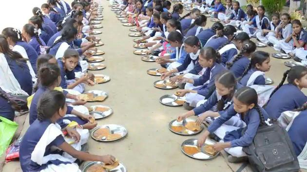 Students having mid-day meal at a government school in Dehradun.(HT file)