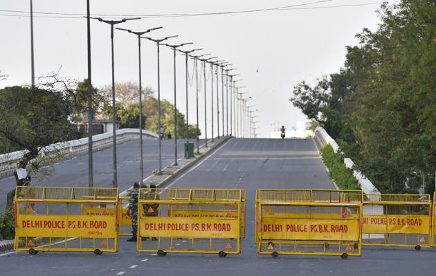The incident took place at around 9 pm when two constables, who were out on highway bike patrolling, saw a man hanging from the flyover's railing and screaming for help. Representative image.(Ajay Aggarwal/HT PHOTO)