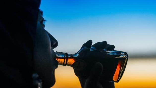 A team of US researchers has found that deactivating a stress-signaling system in a brain area known for motivation and emotion-related behaviours can decrease binge drinking.(Unsplash)