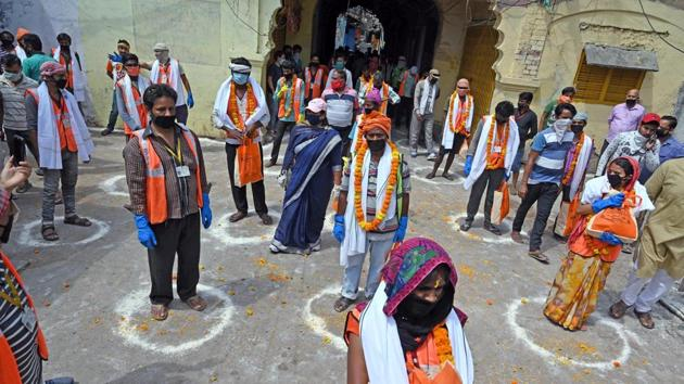Prayagraj's mayor Abhilasha Gupta Nandi facilitated municipal workers during a nationwide lockdown imposed as a preventive measure against the spread of coronavirus, in Allahabad on Friday, April 17, 2020.(ANI)