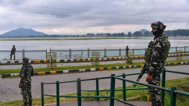 File photo of CRPF personnel standing guard near the Dal lake in Srinagar.(PTI File)