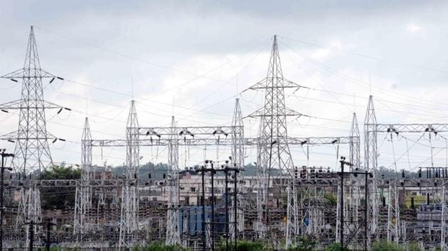 A bailout can be a tough task for governments. A failure to act in a timely way may impede the reliable electricity supply required to reboot the economy(Diwakar Prasad/ Hindustan Times)