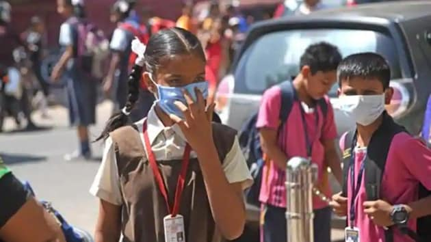 The Class 9 student at government girls senior secondary school in Sangam Vihar used to get a packet of sanitary napkins every month from her school.(HT Photo (Representative image))
