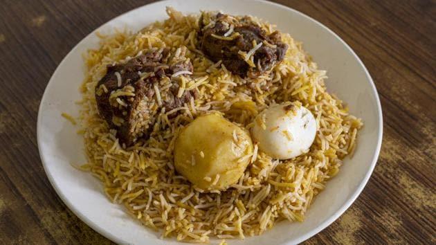 Kolkata biryani comprises rice, chicken/mutton, potato and egg.(Wikimedia Commons/Deepanjan Ghosh)