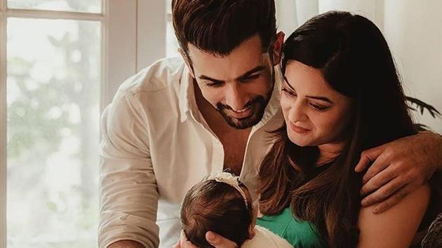 Actor Mahhi Vij with husband Jay Bhanushali and daughter Tara. The couple also has two adopted children.(Photo: Instagram/ijaybhanushali)